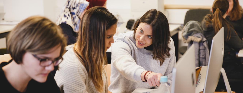Studentinnen während einer Lehrveranstaltung