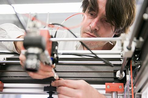 Axel Hagen mit seinem 3D-Scanner