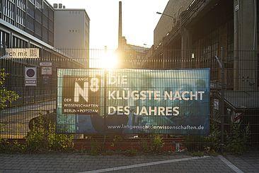 """Banner """"Lange Nacht der Wissenschaften"""" auf dem Campus Wilhelminenhof"""
