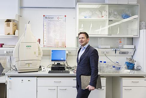 Hans Hennig von Horsten im Labor