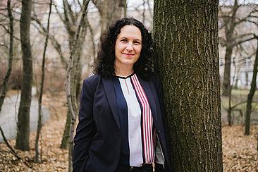 Dr. Lena Simon