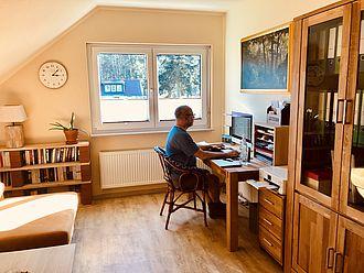 Matthias Zietz an seinem Schreibtisch