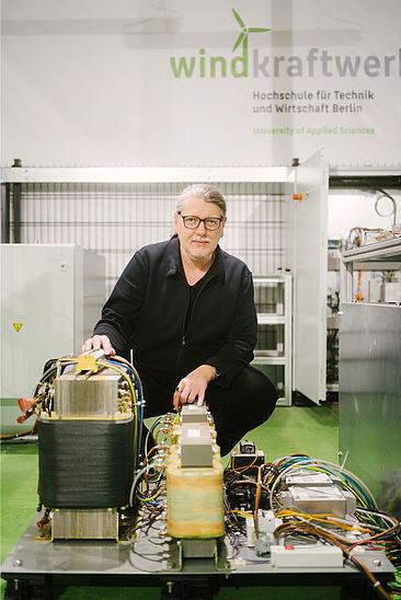 Prof. Dr. Horst Schulte im Labor