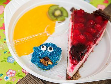 Himbeer-Joghurt-Torte und Krümelmonster-Muffins
