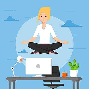 Frau in Mediationspose, schwebend über einem Schreibtisch