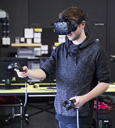 Timo vom ViSP-Team mit einer VR-Brille