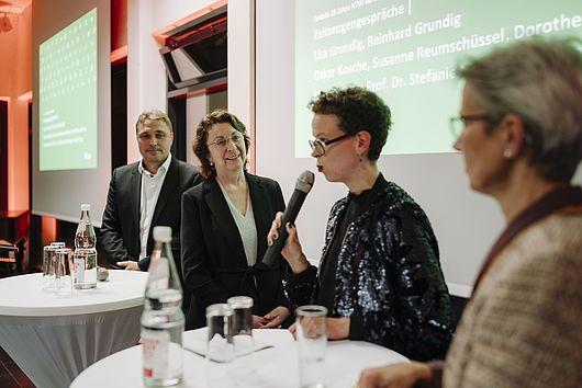 Oskar Kosche, Susanne Reumschüssel, Stefanie Molthagen-Schnöring und Dorothee Haffner im Gespräch