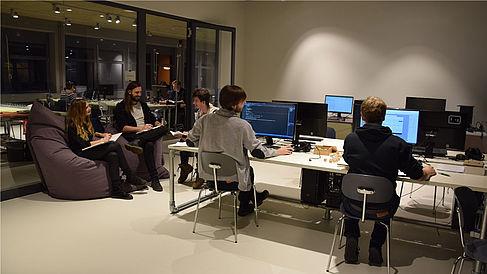 Studierende an Rechnern