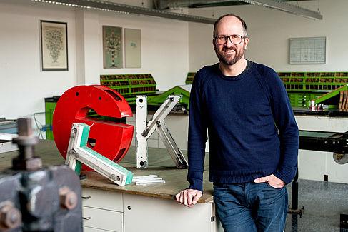 Jürgen Huber im Druckstudio der HTW Berlin