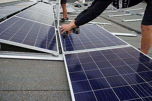 Montage von Photovoltaik-Modulen