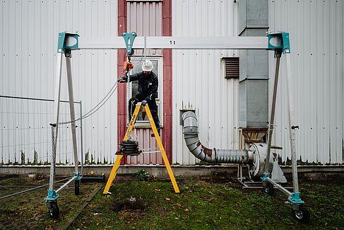 Vibrationstest mit einem Gewicht © HTW Berlin/Alexander Rentsch
