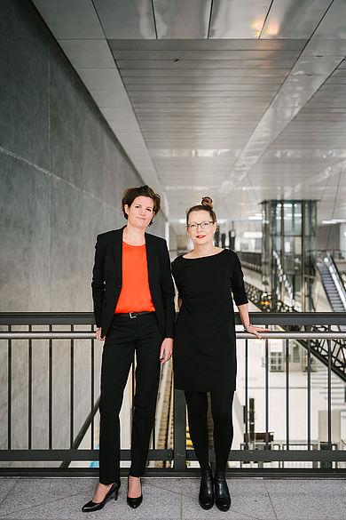 Prof. Dr. Marion Peyinghaus (links) und Prof. Dr. Regina Zeitner